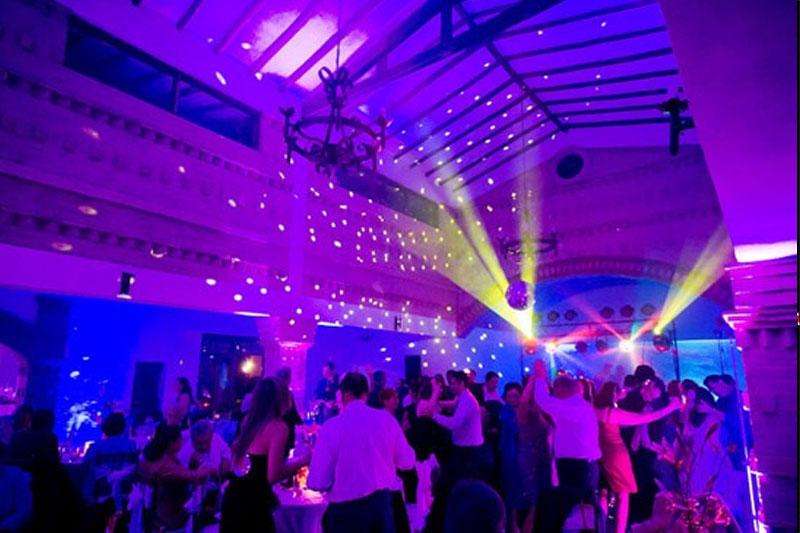 En tu boda, decora con luces LED